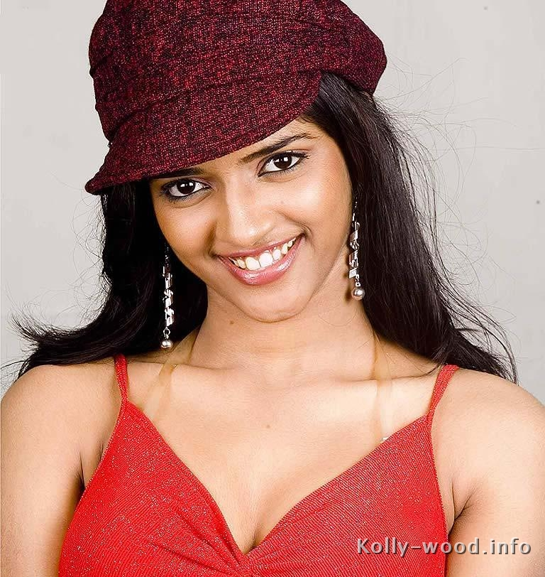 Adhisayaa-super-actress-tamil-industries.jpg