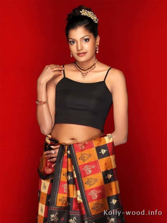 Aparna-aparna-saree-stills.jpg