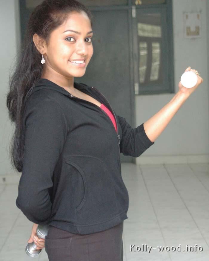 tamil-actress-Aparna-pudu.jpg